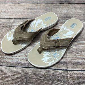 Clarks breeze sea sandals, flip flops, tan